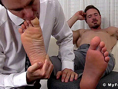 bulky office boy gets his super-sexy toes properly sucked