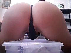 Hot bubble butt riding big dildo