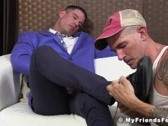 Suited gay jerks off and cums while having his toes sucked