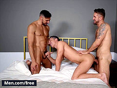 Mencom - Shane and Wesley in hot 3some with Tristan